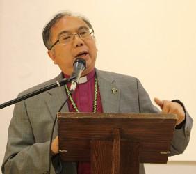 A Bishop Teaches Evangelism to Future Pastors